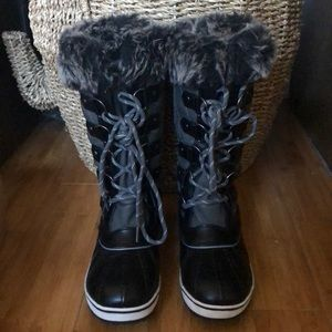 Shoes - Faux fur lined lace up waterproof boots